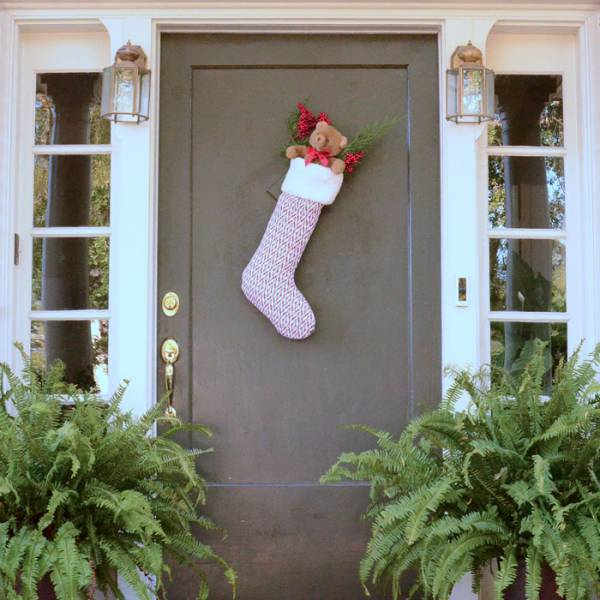 Free pattern: Christmas stocking for your front door