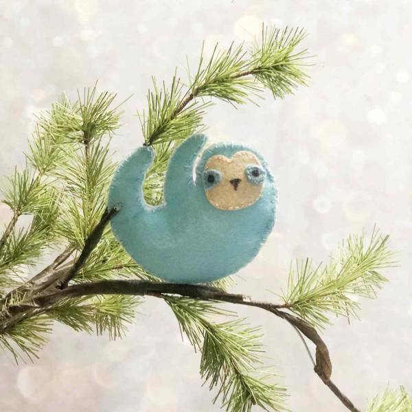 Free pattern: Felt sloth Christmas ornament