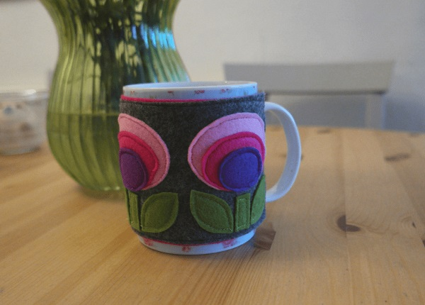 DIY sewing tutorial: Modern flower felt mug cozy