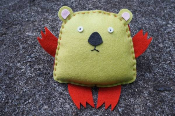 Free sewing pattern: Felt wombat softie for kids to sew