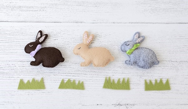 Free sewing pattern: Little felt bunny
