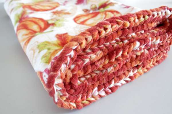 Braided Edge Fleece Blanket - Easy Sewing Tutorial