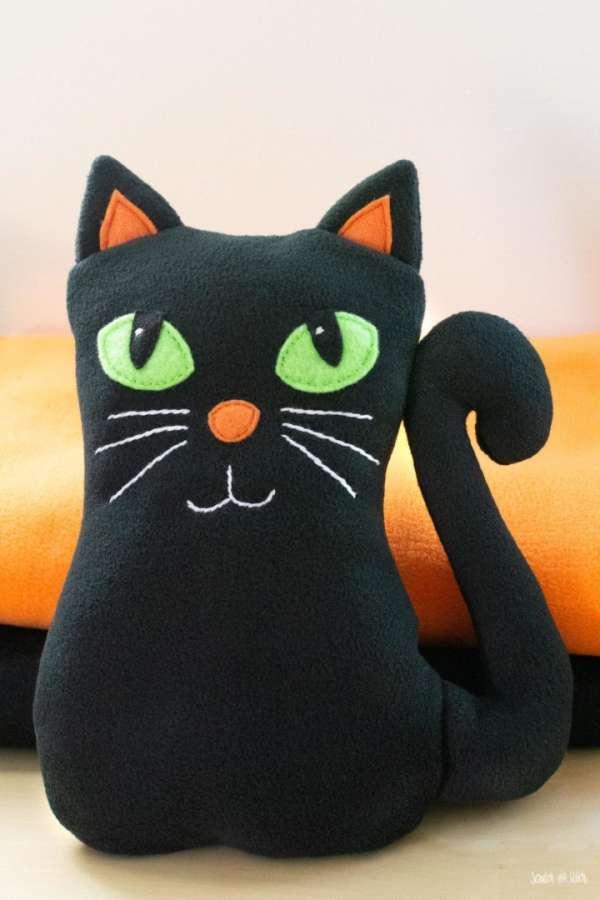 Fleece Cat Softie - Free Sewing Pattern