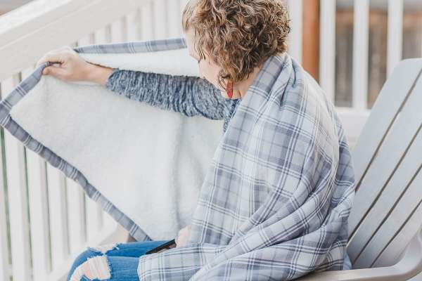 How to Sew a Sherpa Fleece and Flannel Blanket