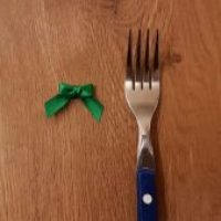 How to Make Little Ribbon Bows Using a Fork