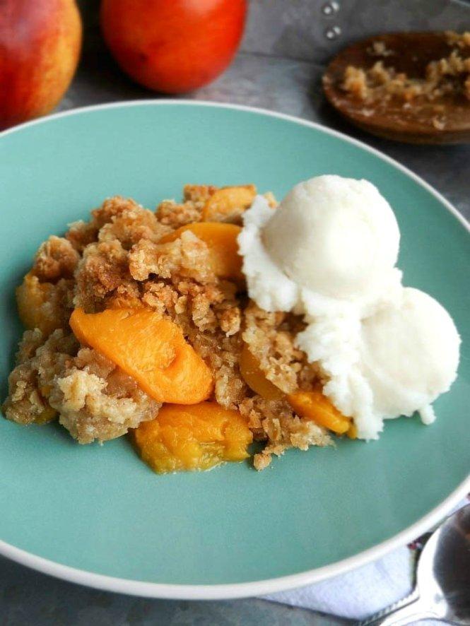 Peach Cobbler Dessert sewlicioushomedecor.com