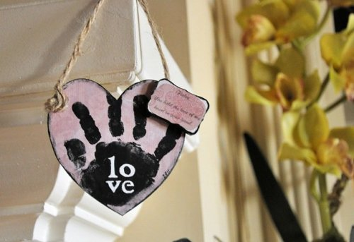 Heart Hand Mantel 2[5]