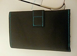 Simple wallet sewing pattern - free. Can be made in Kraft Tex, real leather or leather substitutes