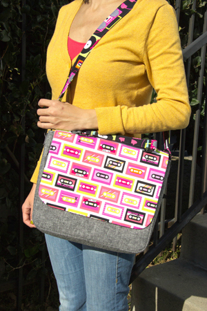 This FREE bag pattern with a comprehensive tutorial was designed for someone who wants to make an awesome bag for carrying their tablet and other gadgets. You can make one for yourself and then make others as gifts for your friends and family.