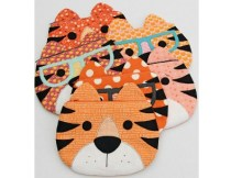 Children will love owning one of these funzipperpouches that have the faceof a tiger. They can store all kinds of school supplies in them or some of their smaller favorite toys. These zipperpouches are fully lined and can be completed by a confident beginner sewer who has the knowledge of some basic sewing skills required. It's the perfect pattern for a beginner who has never sewn a zipper before.