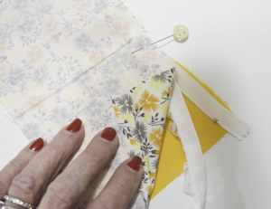 Attach the Zipper to the main fabric, the lace and the lining, Sew Crafty Travel