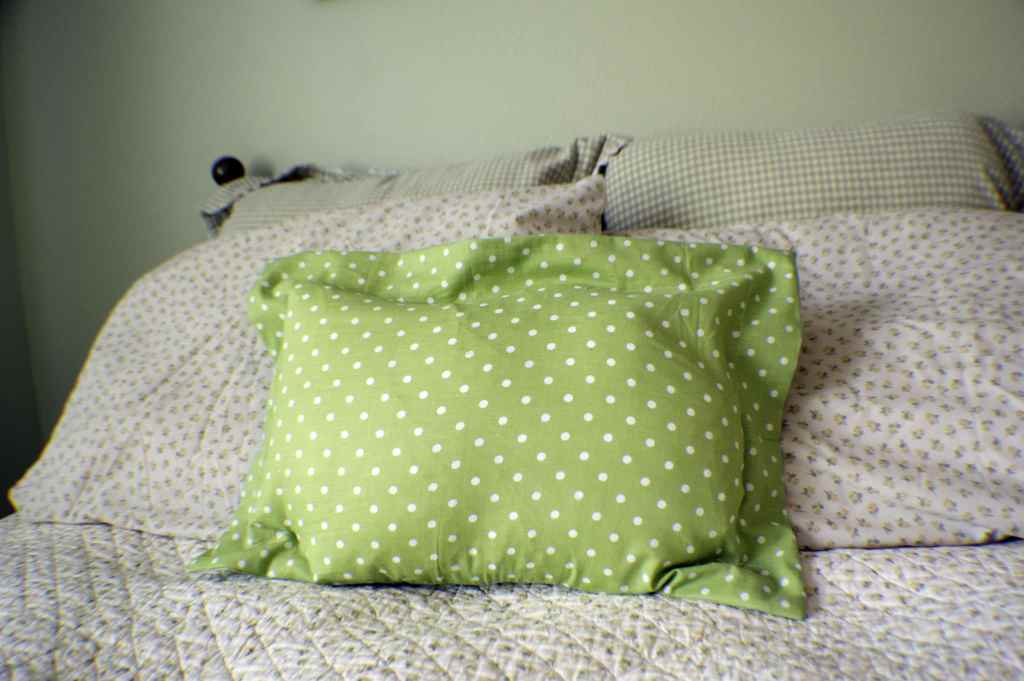 Make a zippered flagned pillow