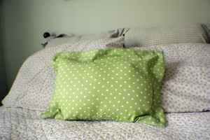 Zippered-Flanged-Pillow-300x200 How to Make a Zippered Flanged Pillow