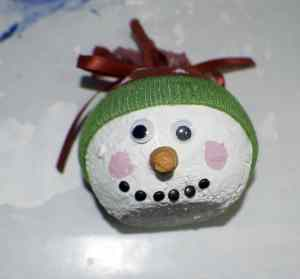 Decorate-the-face-and-add-the-hat-300x279 So Crafty Snowman