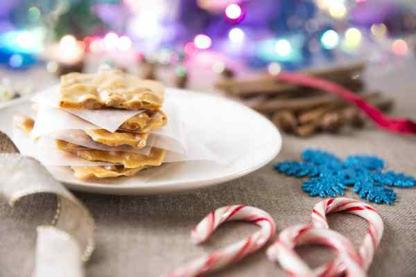 dreamstime_l_63528683-600x400 Delicious Holiday Peanut Brittle