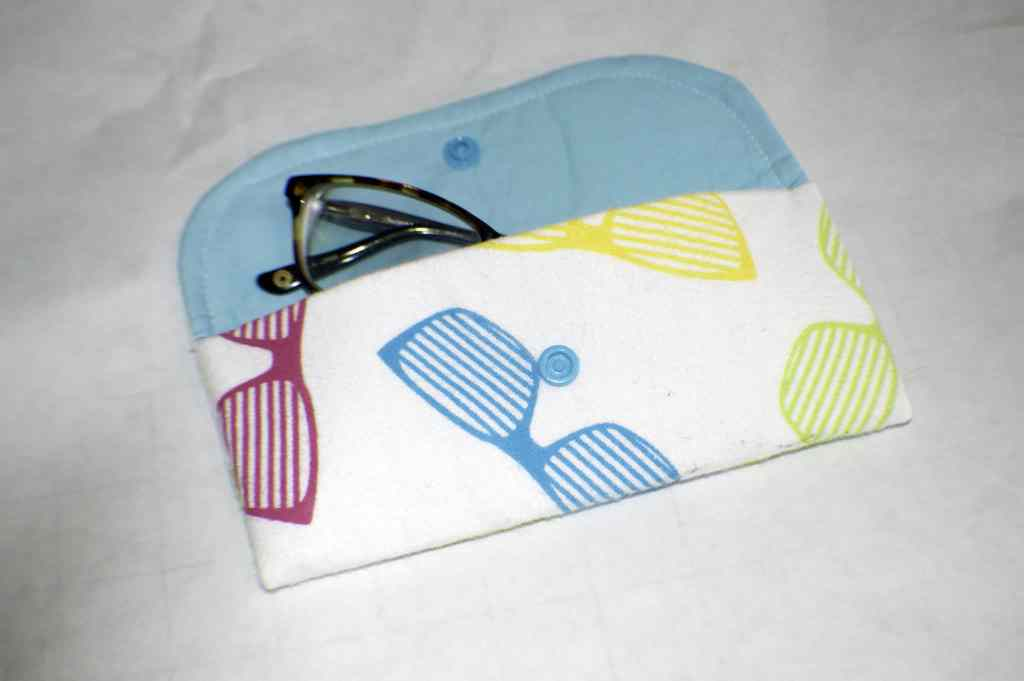 Finished-Open-Glasses-Case-1024x681 25 Easy to Make Fat Quarter Projects