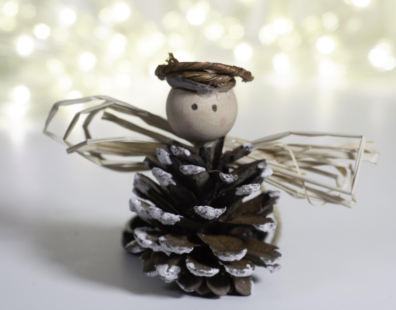 4 Beautiful Diy Pine Cone Christmas Ornaments Sew Very Crafty