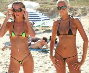 Девушки с красивой голой грудью на пляже. Фото к эротическому порно рассказу парня, который кончил в автобусе случайно. Читай онлайн, смотри фото