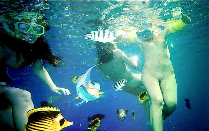 Фото: купание голыми в море, потом секс втреом