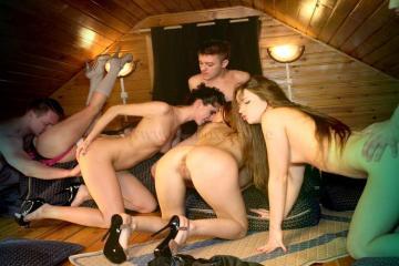 Фото: свингер знакомства на даче в домашнем клубе. Смотреть секс русских зрелых и молодых свингеров
