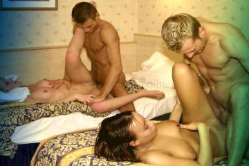 Фото: мягкий секс свингеров на разных кроватях