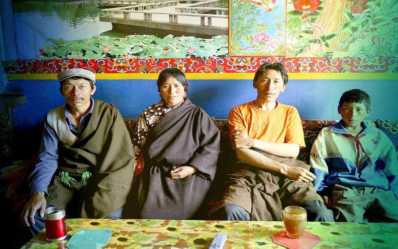 3 мужа и жена в Азии