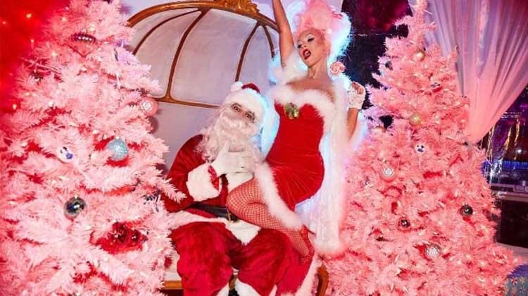 Η Κριστίνα Αγκιλέρα ντύθηκε σέξι Άγιος Βασίλης