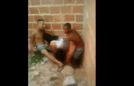 Dos negros se follan a una latina en la obra