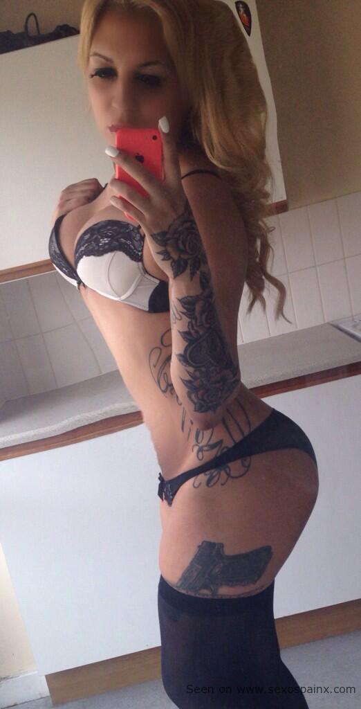 Travesti tatuada al estilo Kat Von D.