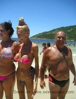 Mujeres en la playa que se les salen las tetas