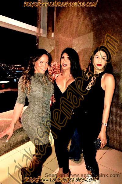 Noche de fiesta fantástica, con amigas que aprecio Viviany Paris.