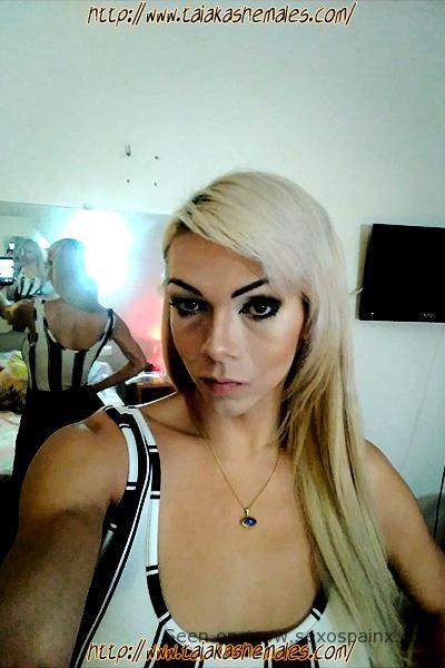 Fotos de travestis casi al natural, maquillada pero sin filtros.