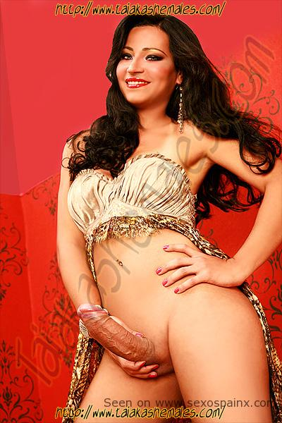 Bellas modelos transexuales desnudas Adriany Ribeiro mostrando su verdadero sexo.