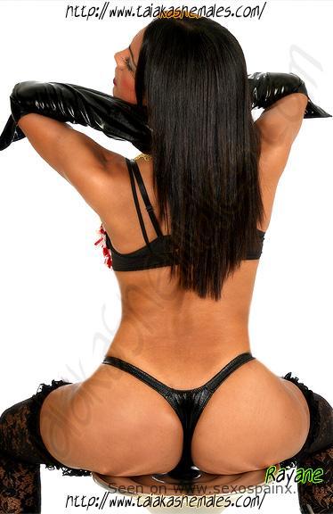 Rayane Carioca supertravesti brasileira miembro de caballo en Leon