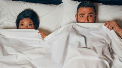 Posturas para practicar en la cama