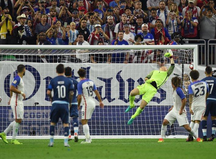 Gol con el que Messi se convirtió en el máximo anotador con la Selección Argentina. Vía @fifacom_es