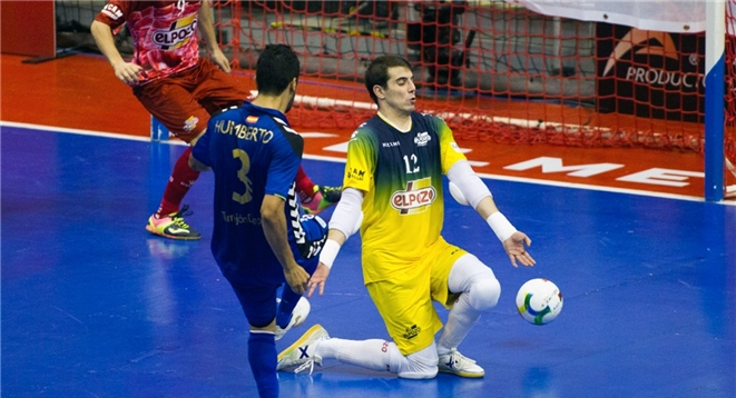 Fabio detiene el lanzamiento de Humberto en el partido de la última jornada
