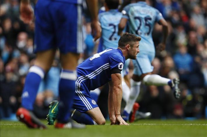 La incredulidad de Cahill ante su gol en contra.