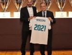 Benzema ha renovado hasta el 2021