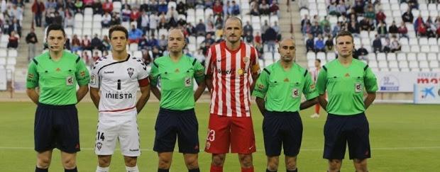 Foto de capitanes en el último Albacete Balompié-UD Almería (Fuente de imagen: La Voz de Almería)