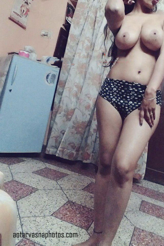 Desi girl ki sexy boobs ki photos
