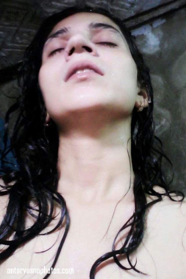 shower me sexy moan karti tanvi