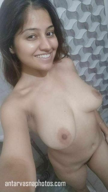 Sexy Simran ki nude photos