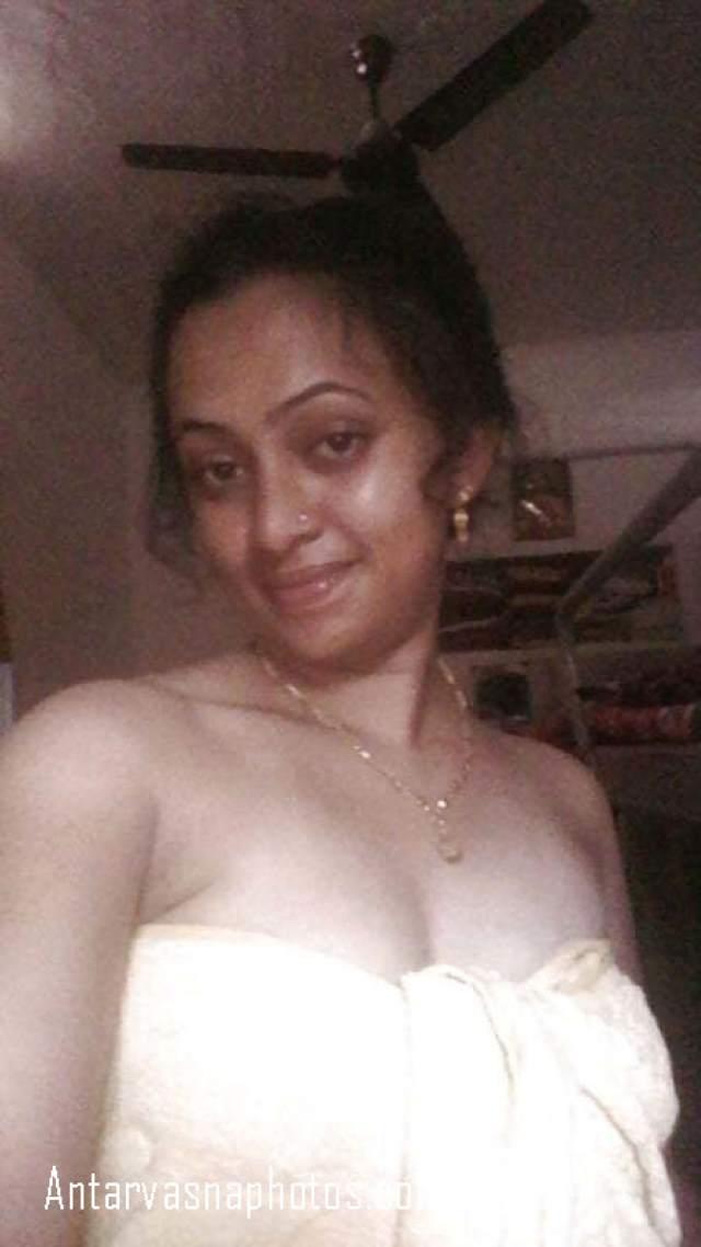 boobs cover towel se kiye vidhya ne
