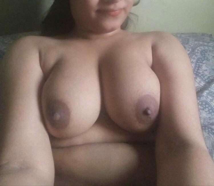 Rhea ki juicy boobs ki photos