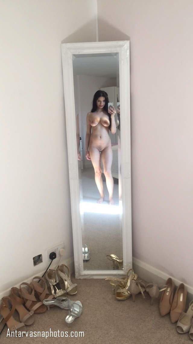 choot chikni kar full nude selfi li