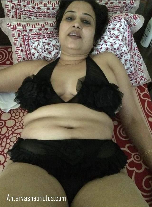 kali bra panty me desi bhabhi