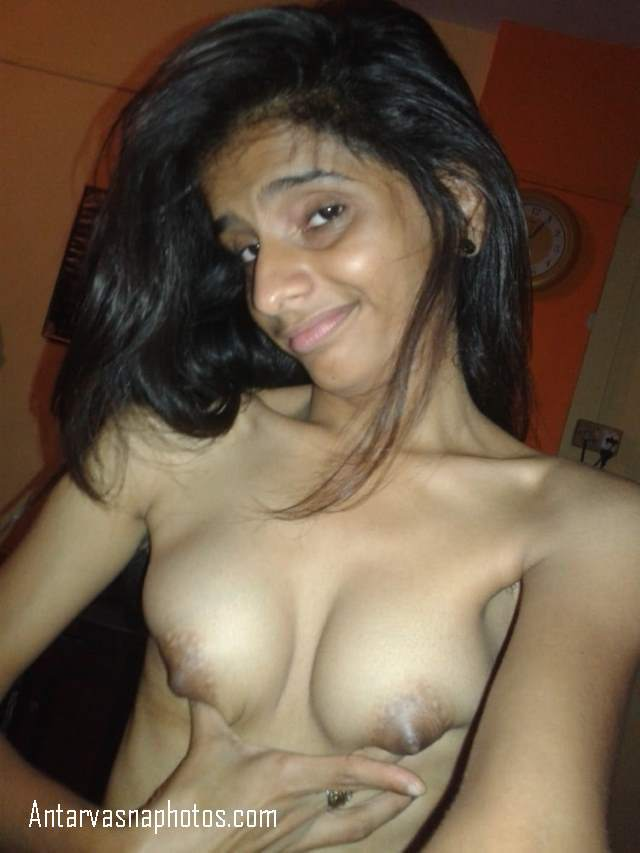 apne boobs dikhati hot minni