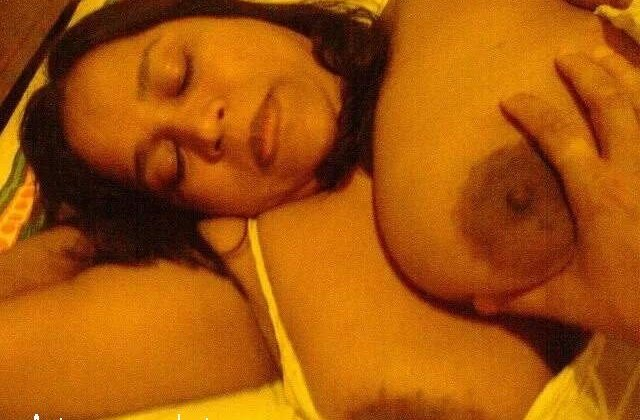 premi bhabhi ke boobs press karte hue