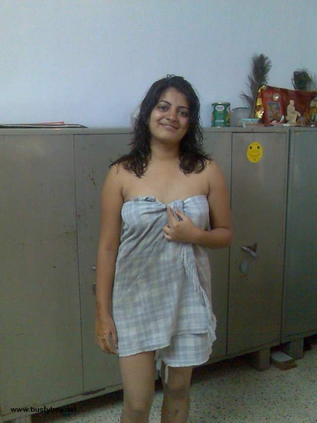 sexy delhi college girl towel me